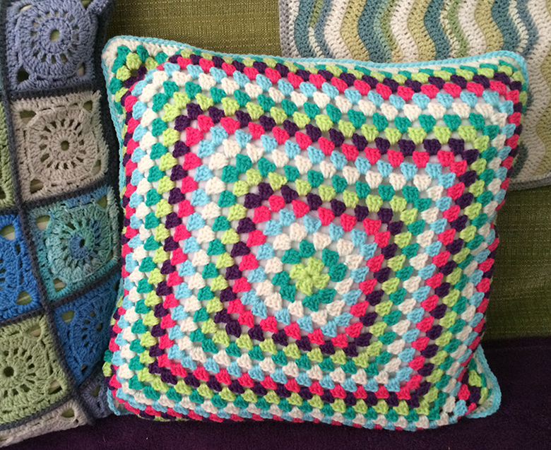 granny-square-cushion-front