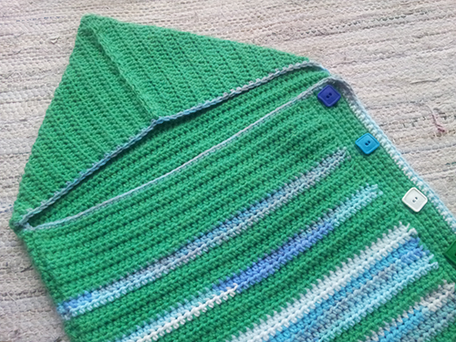 Green crochet baby cocoon - detail